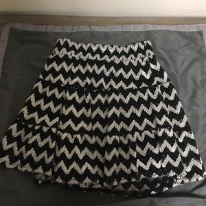 Black and white chevron print skirt